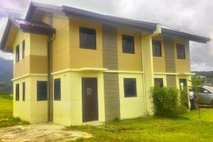 Duplex houses at Montana Heights